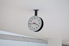 корридор часов потолка Стоковая Фотография RF