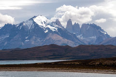 Кордильеры Paine в национальном парке ` Torres del Paine `, Патагонии Стоковое Изображение