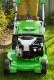 Косить лужайку Стоковая Фотография RF