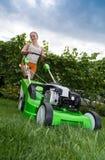 Косить лужайку Стоковое Фото
