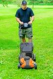 косить человека травы Стоковые Фотографии RF