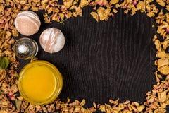 Косметика ванны курорта Ароматерапия с естественными медом и бомбой Релаксация гигиены для тела Стоковая Фотография