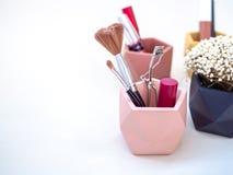 Косметика продукта макияжа в розовом контейнере стоковые фотографии rf