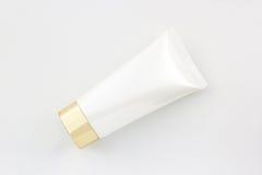 Косметики разливают по бутылкам, белая пустая упаковывая трубка Стоковая Фотография