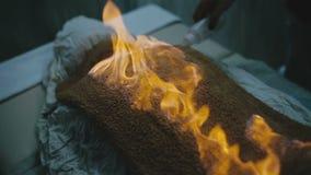 Косметическая процедура выполненная с огнем сток-видео