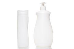 Косметическая пластичная бутылка изолированная на белой предпосылке Жидкостный жулик Стоковые Фотографии RF