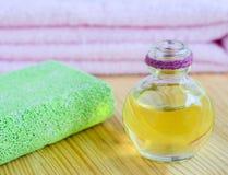 Косметические масло и пемза стоковые изображения rf