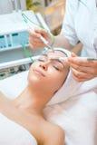Косметические процедуры на cosmetician Стоковые Изображения RF