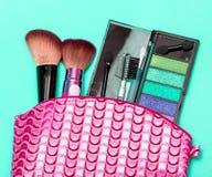 Косметический набор состава представляет продукт и аксессуары красоты стоковое фото