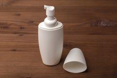 Косметический продукт для сливк, пены, шампуня Пустая пробирка Стоковые Фотографии RF