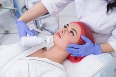 Косметология оборудования Очищать кожу с щеткой Стоковая Фотография