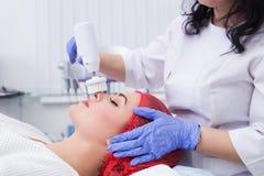 Косметология оборудования Очищать кожу с щеткой Стоковое Фото