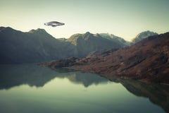 Космический корабль UFO с водой и горами Стоковое фото RF