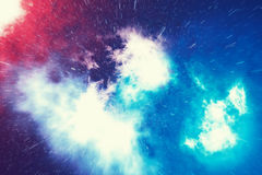 Космическое пространство заполнено с бесконечным числом звезд, галактик, межзвёздных облаков Красивейшая цветастая предпосылка пе иллюстрация вектора