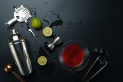 Космополитические оборудования коктеиля и бара стоковое фото