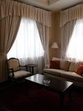 Космос комнаты усаживания сюиты гостиницы стоковая фотография