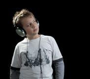 космос нот экземпляра мальчика слушая стоковое изображение