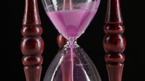 космос песка hourglass имеющегося экземпляра пропуская черный конец вверх видеоматериал