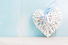 Космос предпосылки валентинки пустой Сердце на деревянной доске Стоковые Изображения RF