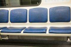 Космос сверстницы внутренний экипажа метро с свободными местами Стоковые Изображения