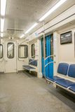 Космос сверстницы внутренний экипажа метро с свободными местами Стоковое Фото