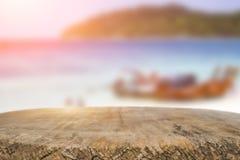 Космос стола на сторона пляжа и солнечный день Стоковая Фотография