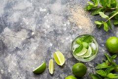 Космос экземпляра взгляд сверху питья спирта коктеиля Mojito в стекле highball, напитке каникул лета тропическом с ромом Стоковые Фото