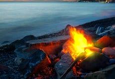 Костер на пляже Стоковые Изображения