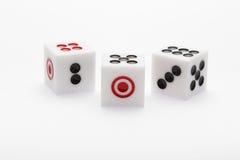 3 кости на таблице для комплекта игры Стоковое Фото