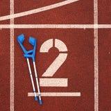 Костыль медицины для сломанной ноги номер два Большое белое номер два следа Стоковые Изображения RF