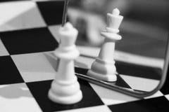 Кость и шахмат, игра ` s детей Стоковые Фотографии RF