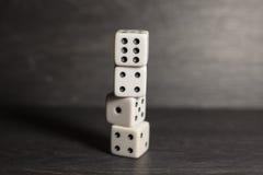 Кость объекта игры изолированная на белой предпосылке Стоковая Фотография RF