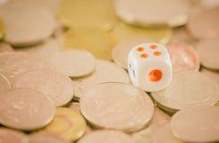 Кость с монетками Стоковые Изображения RF