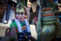 Костюмы Bollywood в параде масленицы стоковые изображения rf