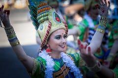 Костюмы Bollywood в параде масленицы стоковое фото rf