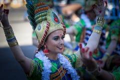 Костюмы Bollywood в параде масленицы стоковое изображение rf