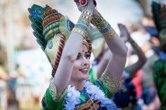 Костюмы Bollywood в параде масленицы стоковая фотография