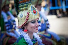 Костюмы Bollywood в параде масленицы стоковое изображение