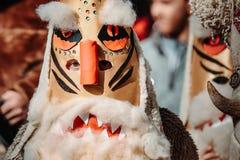 Костюм болгарской масленицы праздника животный для того чтобы вспугн стоковая фотография