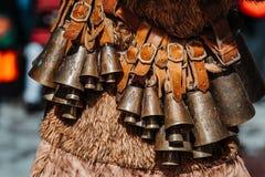 Костюм болгарской масленицы праздника животный для того чтобы вспугн стоковое фото