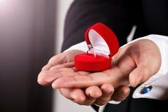 костюм кольца человека удерживания захвата Стоковое Изображение