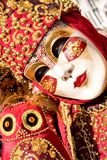Костюм красного цвета и золота стоковое изображение