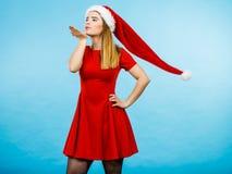 Костюм рождества женщины посылая поцелуи Стоковые Изображения RF