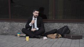 Костюм человека нося умоляя в улице Стоковые Фото