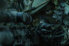 Костюм ghillie снайпера нося Стоковые Фотографии RF