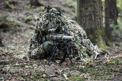 Костюм ghillie снайпера нося Стоковая Фотография RF