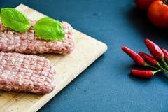 котлета стейка сырого мяса для бургера Стоковое Изображение