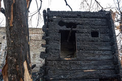 , котор сгорели-вниз дом Стоковое Изображение