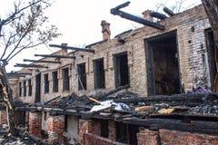 , котор сгорели-вниз дом Стоковое Фото