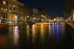 Коттеджи светлого поплавка над каналом во время фестиваля l Стоковое Фото